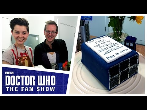 How To Make A TARDIS Cake | Doctor Who: The Fan Show