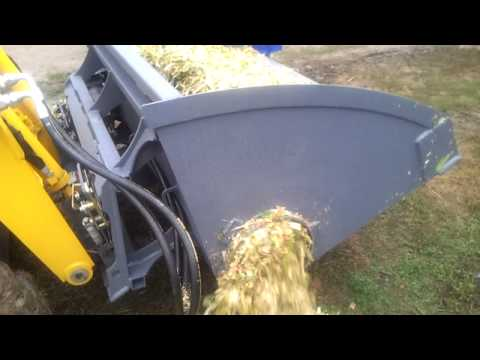 Silage unloading bucket for skid steer GEHL with auger