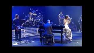 Download Laura Pausini - Medley: Strani Amore, Lettera... (Live in Paris 05)