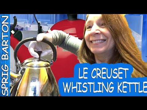 LE CREUSET WHISTLING KETTLE - HOW TO EASILY REMOVE THE LID - GREAT VIDEO