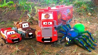 Disney Pixar Cars Mack Hauler Scared Chased Attacked by GIANT SPIDER Lightning McQueen Toy Story