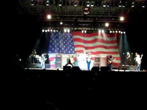 Lynyrd Skynyrd - 05 - Gimme Back My Bullets/Double Trouble Medley - Bangor, Maine 8/5/2010