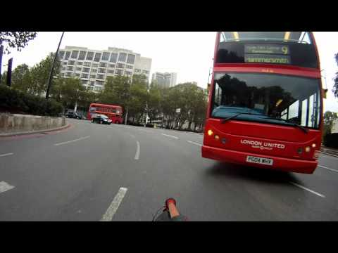 Bus driver bullies way onto Hyde Park Corner roundabout - PG04WHV
