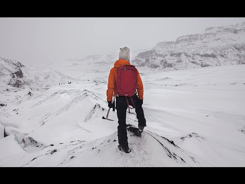 HOW TO DRESS FOR ICELAND & A GLACIER TREK