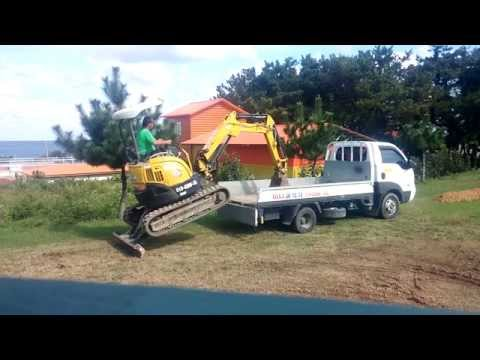 Yanmar vio 20 mini excavator digger loading