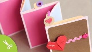 """Descarga Papel deco (Download Deco paper) »  http://bit.ly/1oxmm6w Corazón de Origami (origami heart tuto): http://bit.ly/SbVyhA  ♦ FACEBOOK http://www.facebook.com/craftingeek ♥ TWITTER http://www.twitter.com/craftingeek ♣ INSTAGRAM http://instagram.com/craftingeek ♠ PINTEREST http://bit.ly/CGurlP  SUSCRIBETE para más proyectos http://bit.ly/PonteCrafty  En esta ocasión les enseño a hacer este album scrapbook que tiene como bolsitas en medio donde pueden poner pestañas con fotos. Las fotos deben de ser más pequeñas de 11 x 9 cms. // [english: In this tutorial i teach you how to do this pocket stand-up album]  ------  Musica:   """"Fading Things (ft Admiral Bob)"""" by stellarartwars (feat. Admiral Bob) http://ccmixter.org/files/stellarartwars/32678 is licensed under a Creative Commons license: http://creativecommons.org/licenses/by/3.0/"""