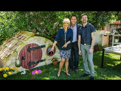 How To - Coloful DIY Garden Stepping Stones - Hallmark Channel