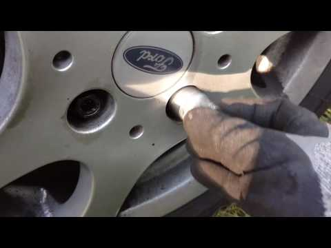 Locking wheel nuts removal without key.