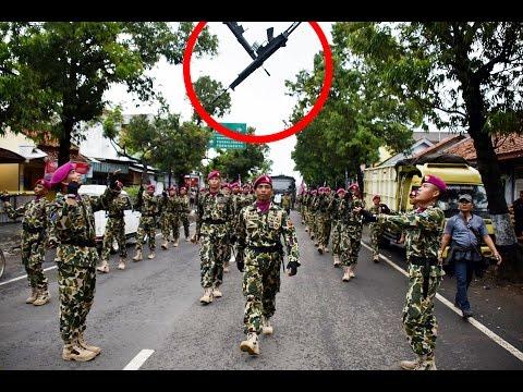 ADA APA ? Sepanjang Jalan Kabupaten Pemalang, Marinir lempar-lemparkan Senjata.