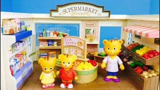Daniel Tiger Neighbourhood Toys Visit Organic Grocery Food Store Supermarket Calico Critters!