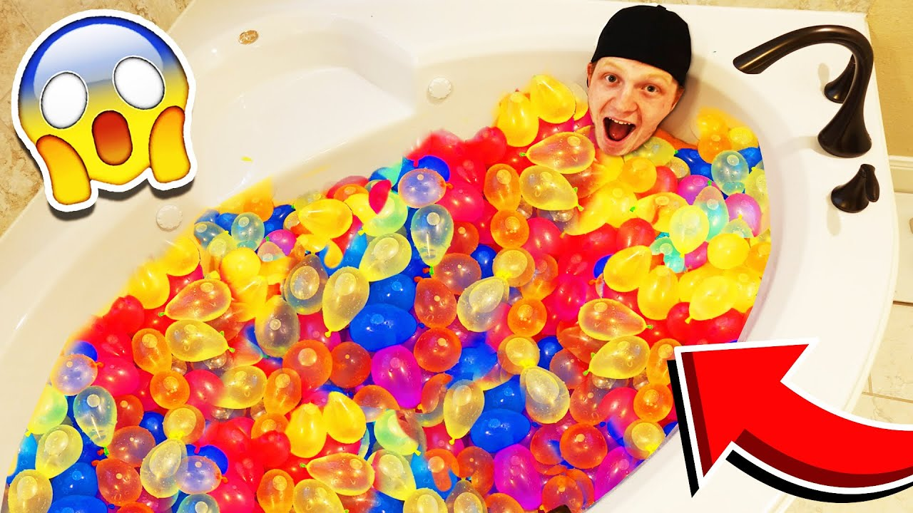 FILLING MY BATHTUB WITH 500 WATER BALLOONS!