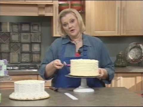 Wilton Spoon & Comb Icing Tips to Decorate Any Cake!
