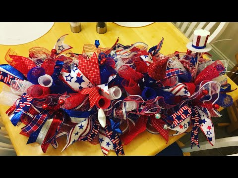 How to make a Patriotic Centerpiece or Mailbox Wreath on a rail