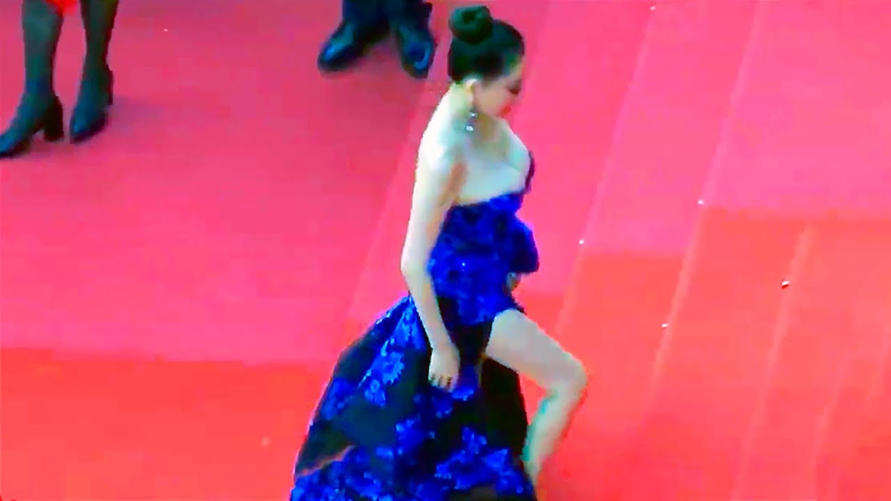 20 Most Awkward Red Carpet Moments