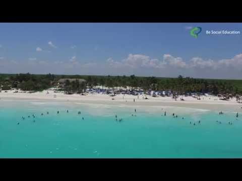 Tulum, Mexico -  Playa Paraíso desde un drone.