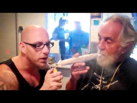 Xxx Mp4 Tommy Chong Rolls A Giant Joint On Hashbar TV 3gp Sex