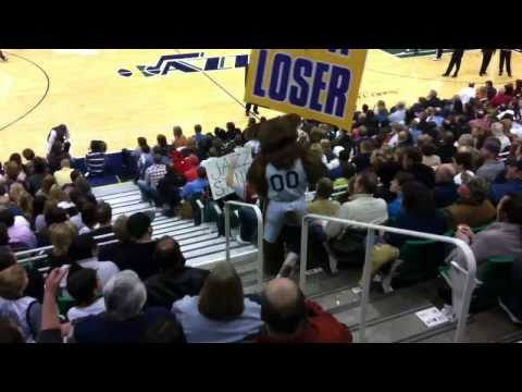 Utah Jazz bear and Cleveland Cavaliers fan go at it. (Original video)