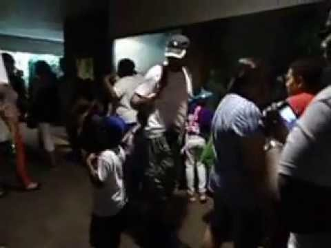 MOV00943 Too Crowded