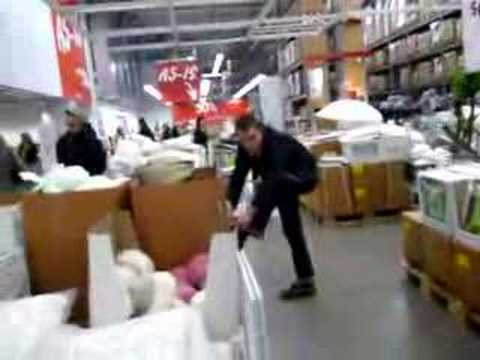 26 People Freeze in Place At Ikea