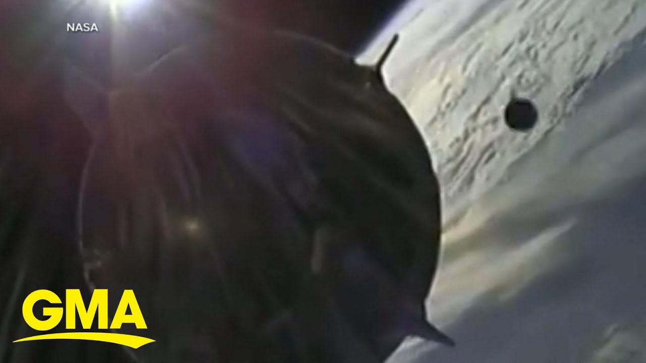Download Unidentified object caught on camera flying close to SpaceX capsule l GMA MP3 Gratis