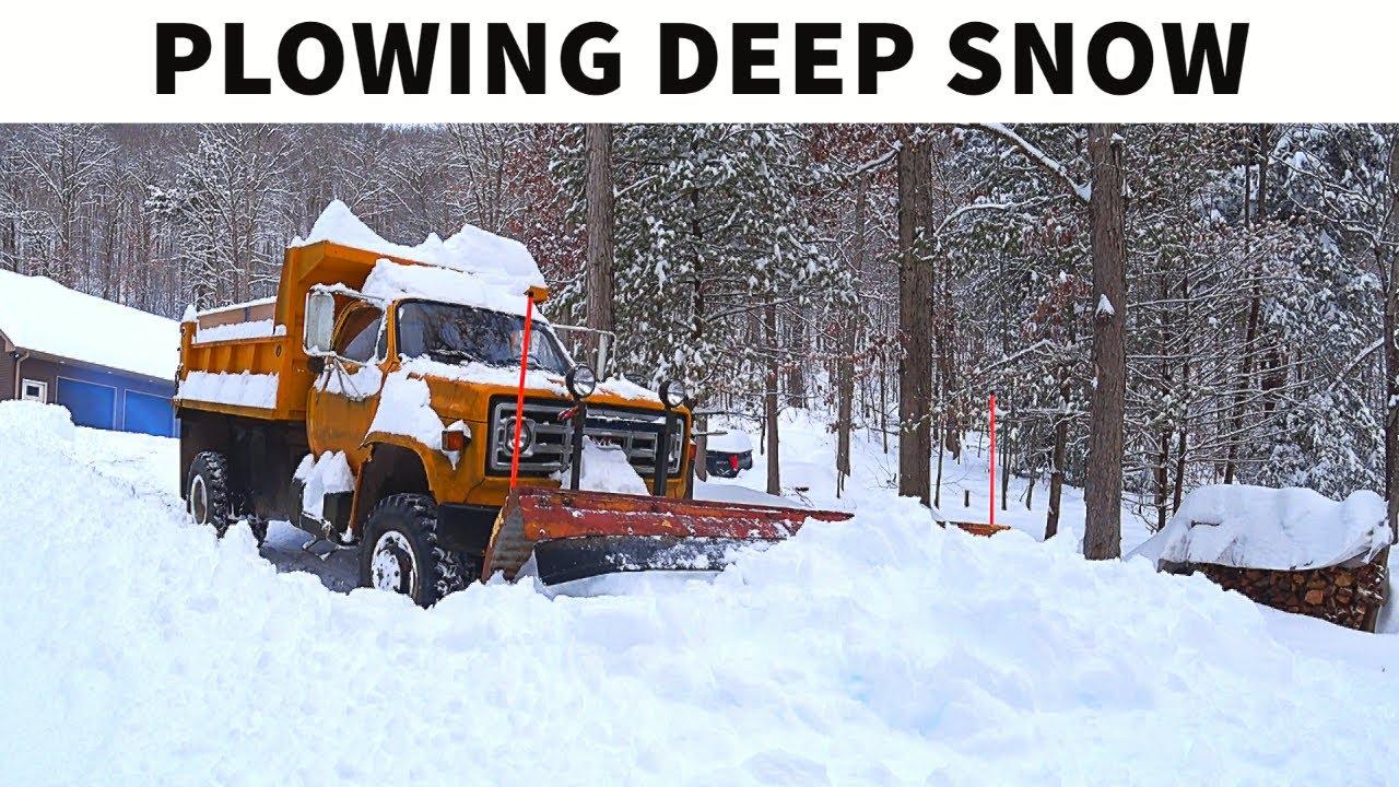Plowing 2' DEEP Snow w/ AWD GMC C7000 Dump Truck