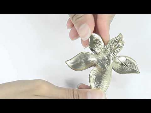 Metal Design Faux Pearl Flower Brooch