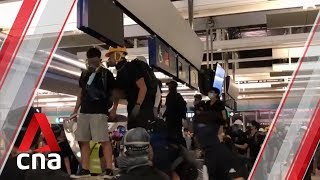 Hong Kong protesters clash with police at Yuen Long MTR station