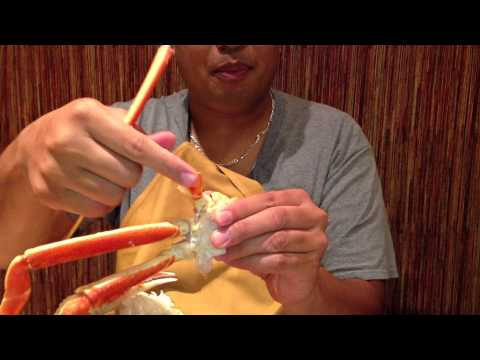Eating crab legs without utensils!