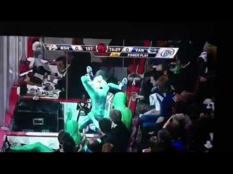 Vancouver Green Men Handstand Cut-out in Superfan Suits