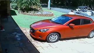 Driver leaves boat behind on Suburban Street - CCTV