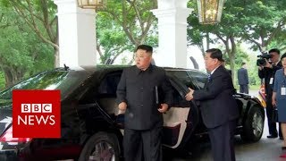Trump Kim summit: Kim arrives at the hotel - BBC News