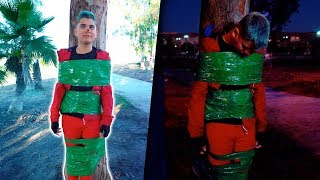 24 horas amarrado a un árbol