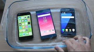 Sony Xperia XZ vs Samsung Galaxy S7 vs iPhone 7 - Water Test! (4K)