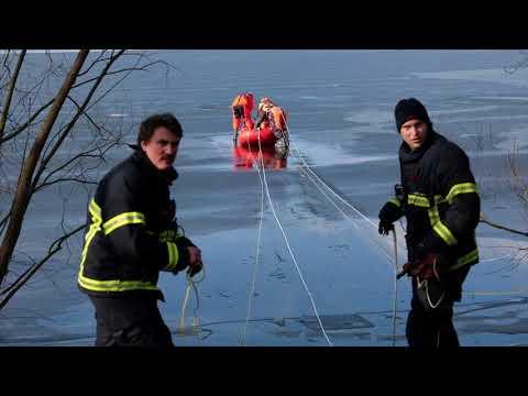 Mann auf der Alster im Eis eingebrochen