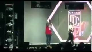 Meek Mill Disses Drake On Stage!!!