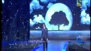 Sunidhi Chauhan, Amitabh bacchan singing Kabhi Kabhi Mere Dil Mein Live at KBC