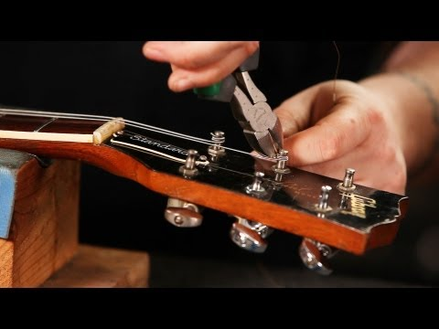 How to String a Gibson Les Paul | Guitar Setup