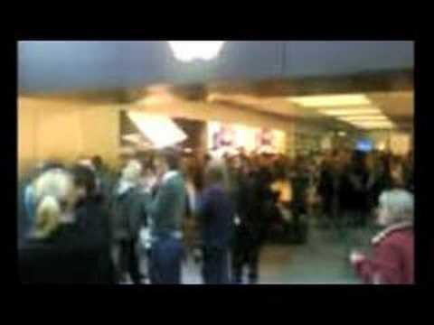 Madness: Apple Store Cambridge opens, March 08