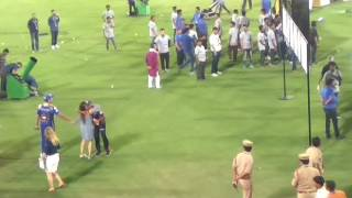 Live Rohit Sharma with his wife Ritika Sajdeh during Vivo Ipl 2017 final|Mi vs rps 2017 final match|