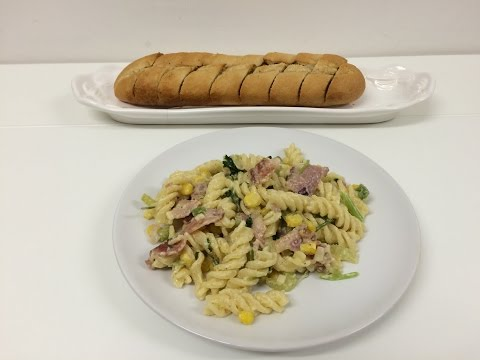 Very easy pasta recipe with sour cream/ creme Fraiche and bacon!