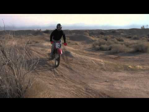 Honda XR 200 jumps @ dirt bike