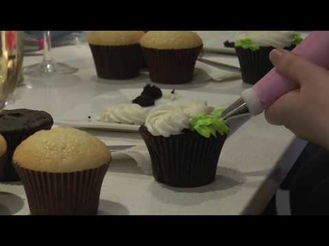 Creme Cupcake Hosts 'Sprinkles and Sips' Cupcake Decorating Class