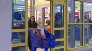"Why Toys ""R"" Us is closing 180 stores"