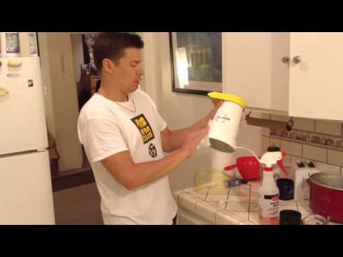 Cleaning a Popcorn Maker (2 of 2)