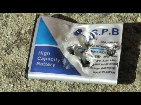 🔥What happens if you hit a mobile phone battery with a hammer? Exploding Battery or Smoke, or Both.