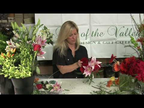Wedding Flowers  : How to Make Round Wedding Bouquets