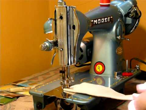 NIFTYTHRIFTYGIRL: THE CUTEST LITTLE MORSE 99K CLONE SEWING MACHINE