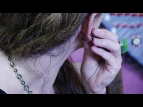 How to Remove Screw-Back Earrings : Earrings & Jewelry