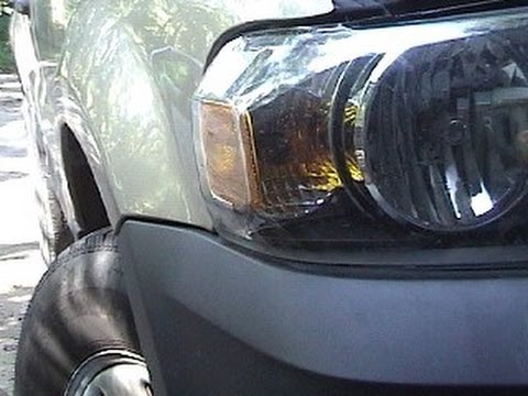 Replacing the Front Blinker-Parking Light Bulb on 2007 Ford Escape