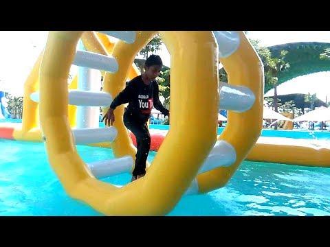 BERJALAN & BERLARI DI ATAS AIR, Bermain Air - Asiknya Mainan Anak Kecil Water Slide WaterPark Gofun
